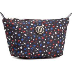 Kosmetyczka TOMMY HILFIGER - Poppy Make - Up Bag AW0AW04713  905. Niebieskie kosmetyczki męskie marki TOMMY HILFIGER, z materiału. W wyprzedaży za 109,00 zł.