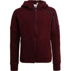 Adidas Performance Bluza rozpinana dark burgundy. Czerwone bluzy chłopięce rozpinane marki adidas Performance, z bawełny. W wyprzedaży za 230,30 zł.