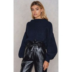 Swetry oversize damskie: NA-KD Sweter z dzianiny z bufiastym rękawem - Blue,Navy