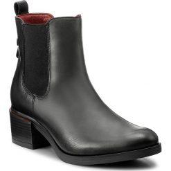 Botki LASOCKI - 7438-02 Czarny. Czarne buty zimowe damskie Lasocki, z materiału, na obcasie. Za 249,99 zł.