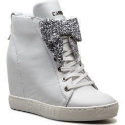 Sneakersy CARINII - B4518 L46-000-000-B88. Białe sneakersy damskie Carinii, z materiału. W wyprzedaży za 309,00 zł.