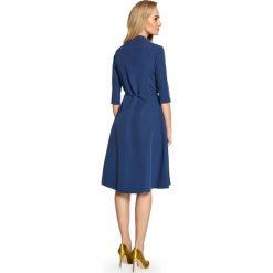 ADANA Sukienka na zakładkę z wiązaniem - granatowa. Niebieskie sukienki asymetryczne Stylove, do pracy, biznesowe, z asymetrycznym kołnierzem. Za 159,90 zł.