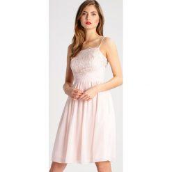 Swing Sukienka koktajlowa pstora/pstora. Pomarańczowe sukienki koktajlowe marki Swing, z materiału. W wyprzedaży za 384,30 zł.