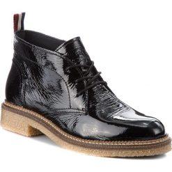 Botki TOMMY HILFIGER - DENIM Hazel 1P FW0FW01835 Black 990. Czarne buty zimowe damskie marki TOMMY HILFIGER, z denimu, na obcasie. W wyprzedaży za 299,00 zł.