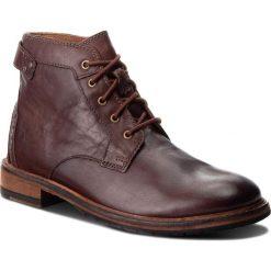 Kozaki CLARKS - Clarkdale Bud 261277757 Mahogany Leather. Brązowe glany męskie Clarks, z materiału. W wyprzedaży za 409,00 zł.