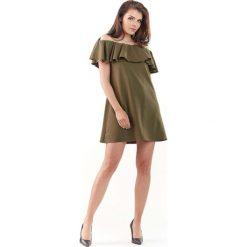 Khaki Wyjściowa Sukienka Mini Typu Hiszpanka. Szare sukienki hiszpanki marki Molly.pl, l, w koronkowe wzory, z koronki, eleganckie, z dekoltem typu hiszpanka, z krótkim rękawem, midi, dopasowane. Za 119,90 zł.