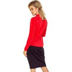 Bluzka z wiązaniem z przodu - CZERWONA. Różowe bluzki z odkrytymi ramionami marki numoco, l, z długim rękawem, maxi, oversize. Za 89,99 zł.