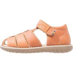 Kavat HÄLLEVIK Sandały light brown. Brązowe sandały chłopięce Kavat, z materiału. Za 339,00 zł.