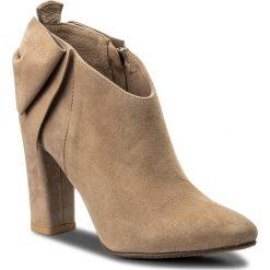 Botki KARINO - 2493/007-P Jasny Brąz. Fioletowe buty zimowe damskie marki Karino, ze skóry. W wyprzedaży za 239,00 zł.