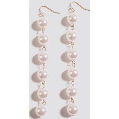 Kolczyki damskie: NA-KD Classic Wiszące kolczyki z perłami – Gold