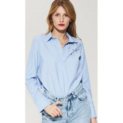 Koszule wiązane damskie: Koszula ze sztucznymi perłami – Niebieski