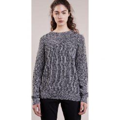J.LINDEBERG Sweter black. Czarne swetry klasyczne męskie J.LINDEBERG, s, z bawełny. W wyprzedaży za 412,30 zł.
