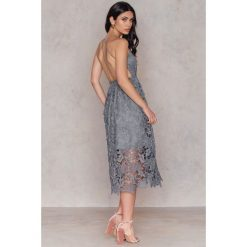 Sukienki boho: NA-KD Boho Sukienka z ażurową koronką - Grey