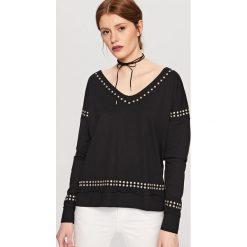 T-shirty damskie: Koszulka z ćwiekami – Czarny