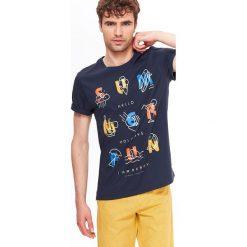 T-SHIRT MĘSKI Z NADRUKIEM. Brązowe t-shirty męskie z nadrukiem Top Secret, na jesień, m, z bawełny, z klasycznym kołnierzykiem. Za 24,99 zł.