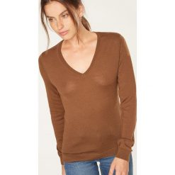 Swetry damskie: Sweter w kolorze jasnobrązowym