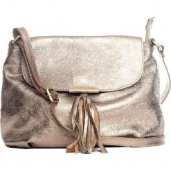 Skórzana torebka w kolorze złotym - 27 x 22 x 10 cm. Żółte torebki klasyczne damskie Mia Tomazzi, z aplikacjami, z materiału. W wyprzedaży za 227,95 zł.