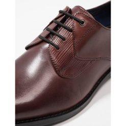 Steve Madden PLACKS Eleganckie buty burgundy. Czerwone buty wizytowe męskie marki Steve Madden, z materiału. Za 419,00 zł.
