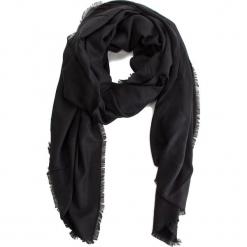 Szal GUESS - AW8027 POL03 BLA. Czarne szaliki damskie marki Guess, z aplikacjami, z materiału. Za 189,00 zł.