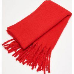 Ciepły szalik z frędzlami - Czerwony. Czerwone szaliki damskie marki B'TWIN, na zimę, z elastanu. Za 59,99 zł.