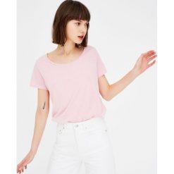 Koszulka basic z okrągłym dekoltem. Szare t-shirty męskie marki Pull & Bear, moro. Za 24,90 zł.