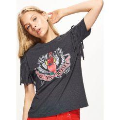 Koszulka z nadrukiem GUNS N' ROSES - Szary. Szare t-shirty damskie marki Cropp, l, z nadrukiem. W wyprzedaży za 19,99 zł.