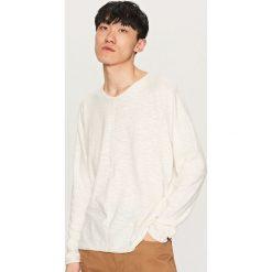 Swetry męskie: Sweter z dekoltem v-neck – Biały