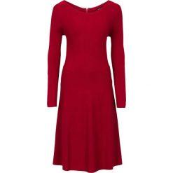 Sukienka dzianinowa w prążek bonprix ciemnoczerwony. Czerwone sukienki dzianinowe marki bonprix, w prążki. Za 89,99 zł.