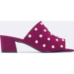 Chodaki damskie: NA-KD Shoes Letnie klapki zdobione perłami - Red