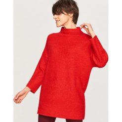 Sweter ze stójką - Czerwony. Czerwone swetry klasyczne damskie Reserved, m, ze stójką. Za 79,99 zł.