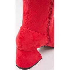 Topshop CAPPUCCINO Muszkieterki red. Czerwone buty zimowe damskie marki Topshop, z materiału. W wyprzedaży za 391,20 zł.