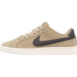 Nike Sportswear COURT ROYALE SUEDE Tenisówki i Trampki neutral olive/black/sail. Brązowe tenisówki damskie marki Nike Sportswear, z materiału. Za 249,00 zł.