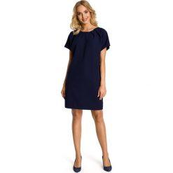 ESTELLA Sukienka o luźnym fasonie z kontrafałdą przy szyi - granatowa. Niebieskie sukienki balowe Moe, na co dzień, z krótkim rękawem, mini, proste. Za 119,00 zł.
