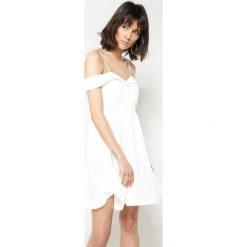 Sukienki hiszpanki: Biała Sukienka I'm Looking