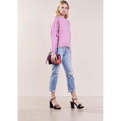 IBlues TORQUAY Sweter rosa. Czerwone swetry klasyczne damskie marki iBlues, l, z materiału. W wyprzedaży za 383,60 zł.