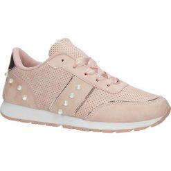 Różowe buty sportowe z perełkami wiązane wstążką Casu C928-30. Czarne buty sportowe damskie marki Casu. Za 49,99 zł.