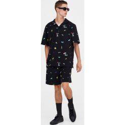 Bermudy tailoring z piki pop. Czarne bermudy męskie Pull&Bear. Za 69,90 zł.