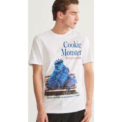 T-shirt z nadrukiem - Biały. Niebieskie t-shirty męskie z nadrukiem marki Reserved. Za 59,99 zł.
