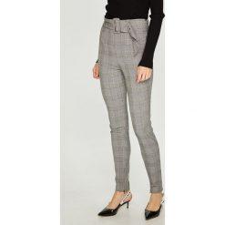 Guess Jeans - Spodnie Charline. Szare jeansy damskie rurki Guess Jeans, z podwyższonym stanem. Za 399,90 zł.