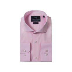 KOSZULA PINK CUTAWAY. Białe koszule męskie na spinki marki Guns&tuxedos, m, z kwadratowym dekoltem, z krótkim rękawem. Za 149,99 zł.