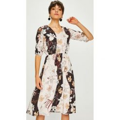 Trendyol - Sukienka. Szare sukienki na komunię marki Trendyol, na co dzień, z elastanu, casualowe, midi, dopasowane. W wyprzedaży za 99,90 zł.