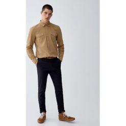 Spodnie chinosy skinny fit z paskiem. Czarne chinosy męskie Pull&Bear. Za 109,00 zł.