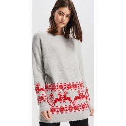 Sweter ze świątecznym motywem - Jasny szar. Szare swetry klasyczne damskie marki bonprix, na zimę, z dzianiny. Za 79,99 zł.