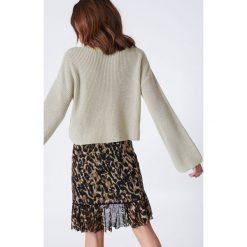 NA-KD Krótki sweter z dzianiny z długim rękawem - Beige. Brązowe swetry klasyczne damskie NA-KD, z dzianiny. Za 121,95 zł.