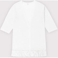 Kardigan kaszmirowy w kolorze białym. Białe kardigany damskie marki Ateliers de la Maille, z kaszmiru. W wyprzedaży za 591,95 zł.