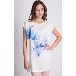 Bluzki asymetryczne: Luźna bluzka z krótkim rękawem i printem na przodzie BIALCON