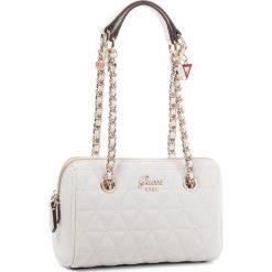 Torebka GUESS - HWVG69 88760 WHI. Białe torebki klasyczne damskie marki Guess, z aplikacjami, ze skóry ekologicznej. Za 449,00 zł.