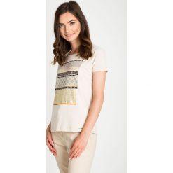 Bluzki damskie: Beżowa bluzka ze złotym printem QUIOSQUE