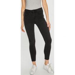 Vila - Jeansy Commit. Szare jeansy damskie marki Vila, z bawełny. W wyprzedaży za 149,90 zł.