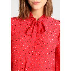 Bluzki asymetryczne: Kookai CHEMISE CRAVATE GEO Bluzka rouge